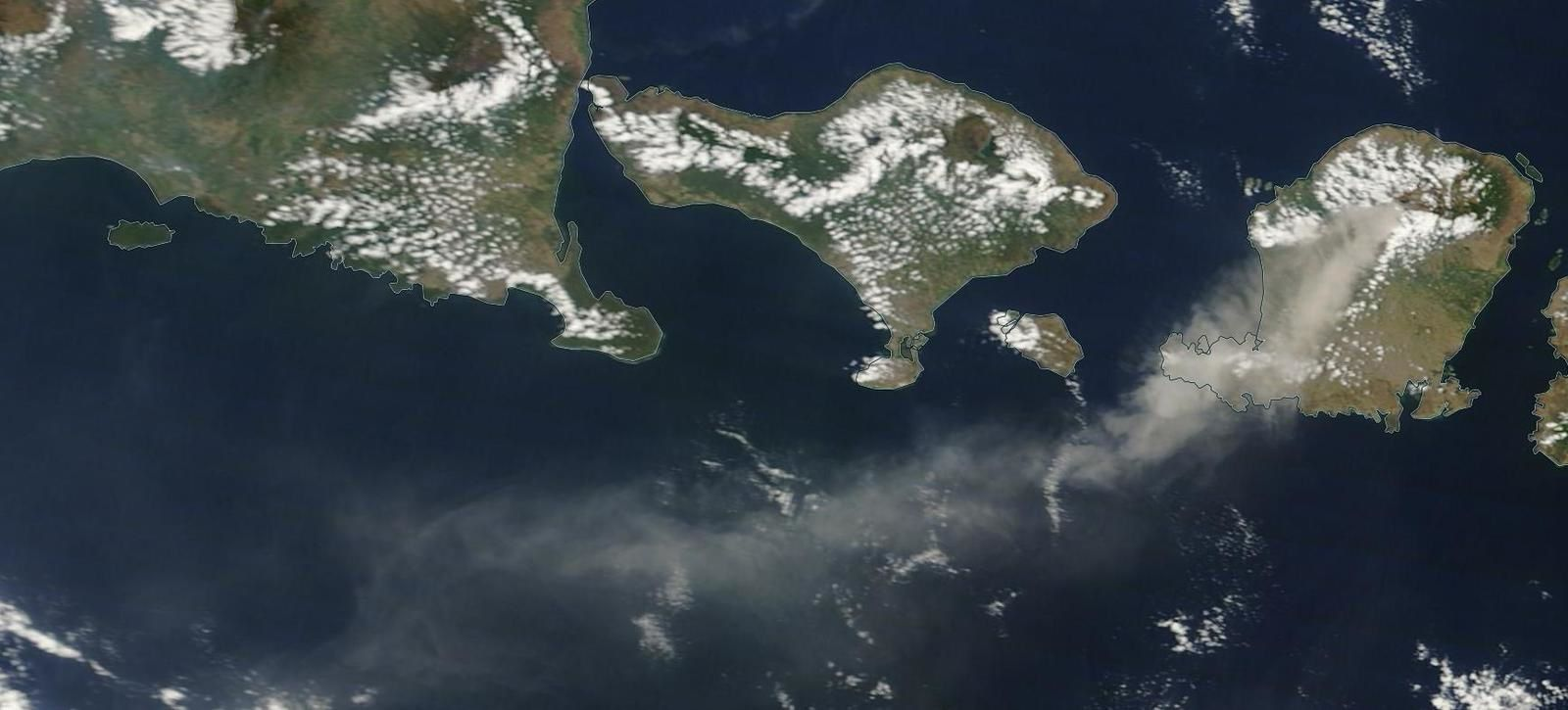 Rinjani - dispersion of the ash cloud 05/11/2015 - Doc. Nasa worlview / EODIS