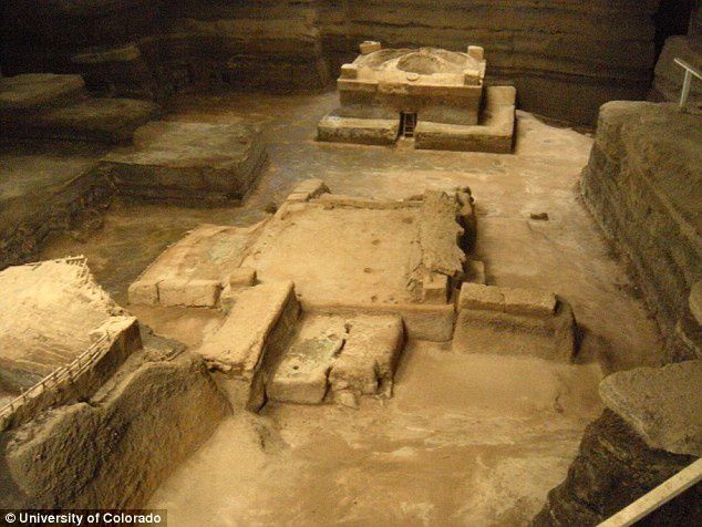 Joya de Cerén buried under the ashes of an eruption around AD 660: left, a house; in the center, an attic and a community sauna to the right - Doc.Colorado University