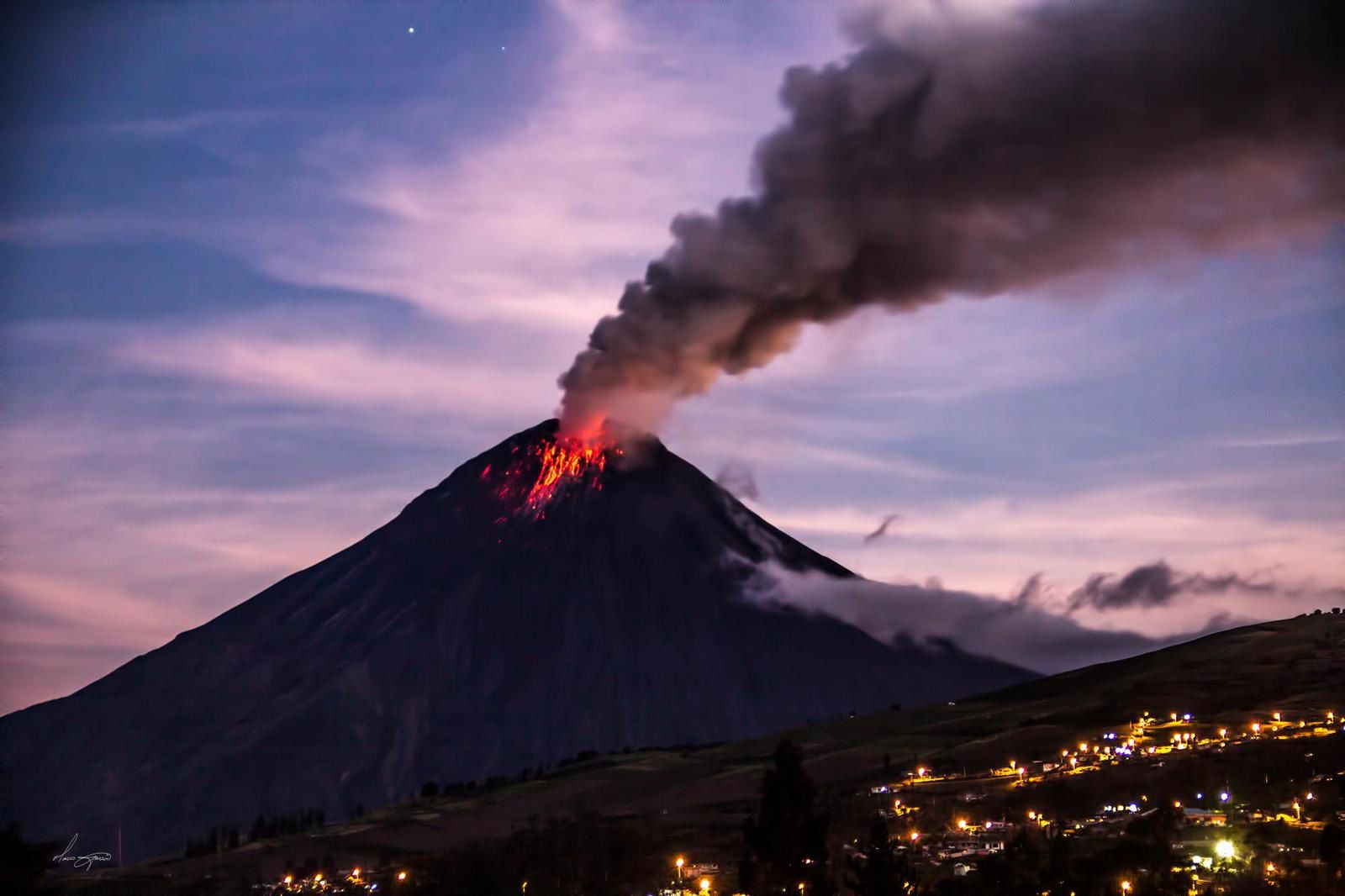 Tungurahua seen from Huambalito Pelileo - ph. Marco Garcon 11 oct.2015 / 6:48 p.m.