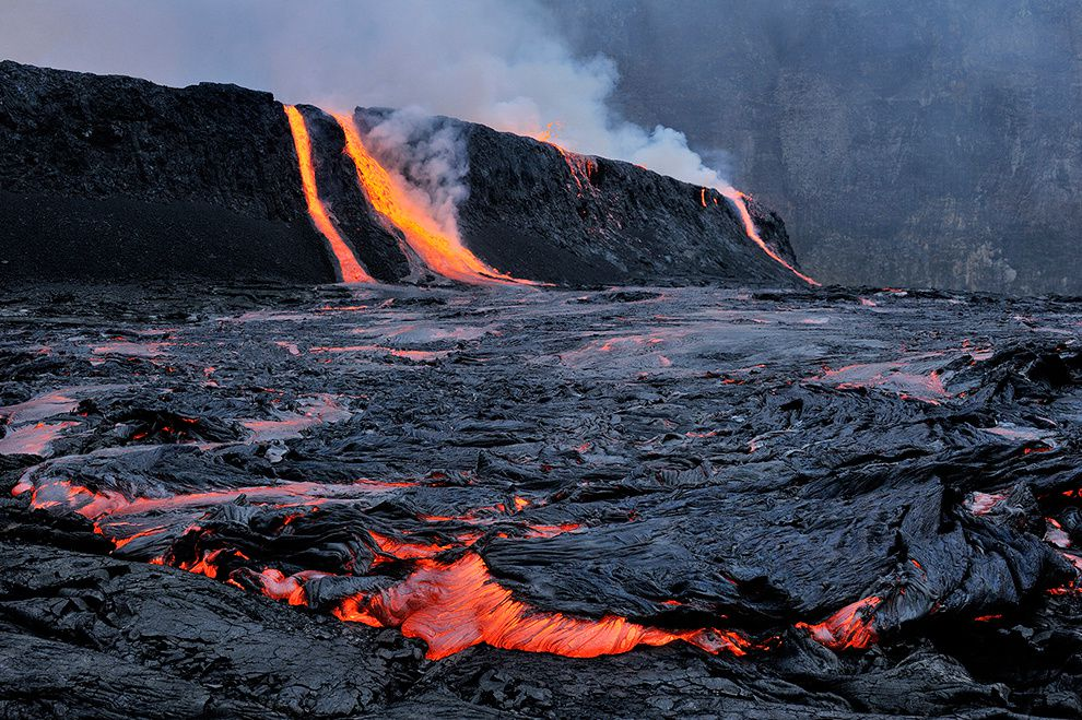 "Overflow of Nyiragongo lava lake - photo of O.Grunewald / doc. ""Journey to the Center of the World""."