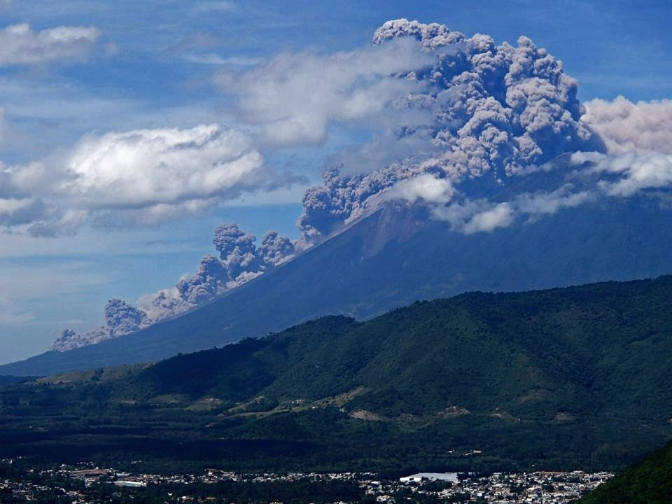 Fuego- coulée pyroclastique du 10.11.2015 - photo Guatemala Impresionante