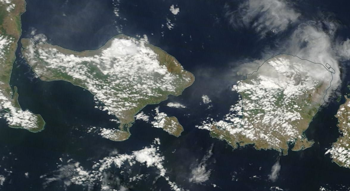 Ash and gas cloud from Rinjani towards Bali - Nasa Worldview EODIS 11/12/2015