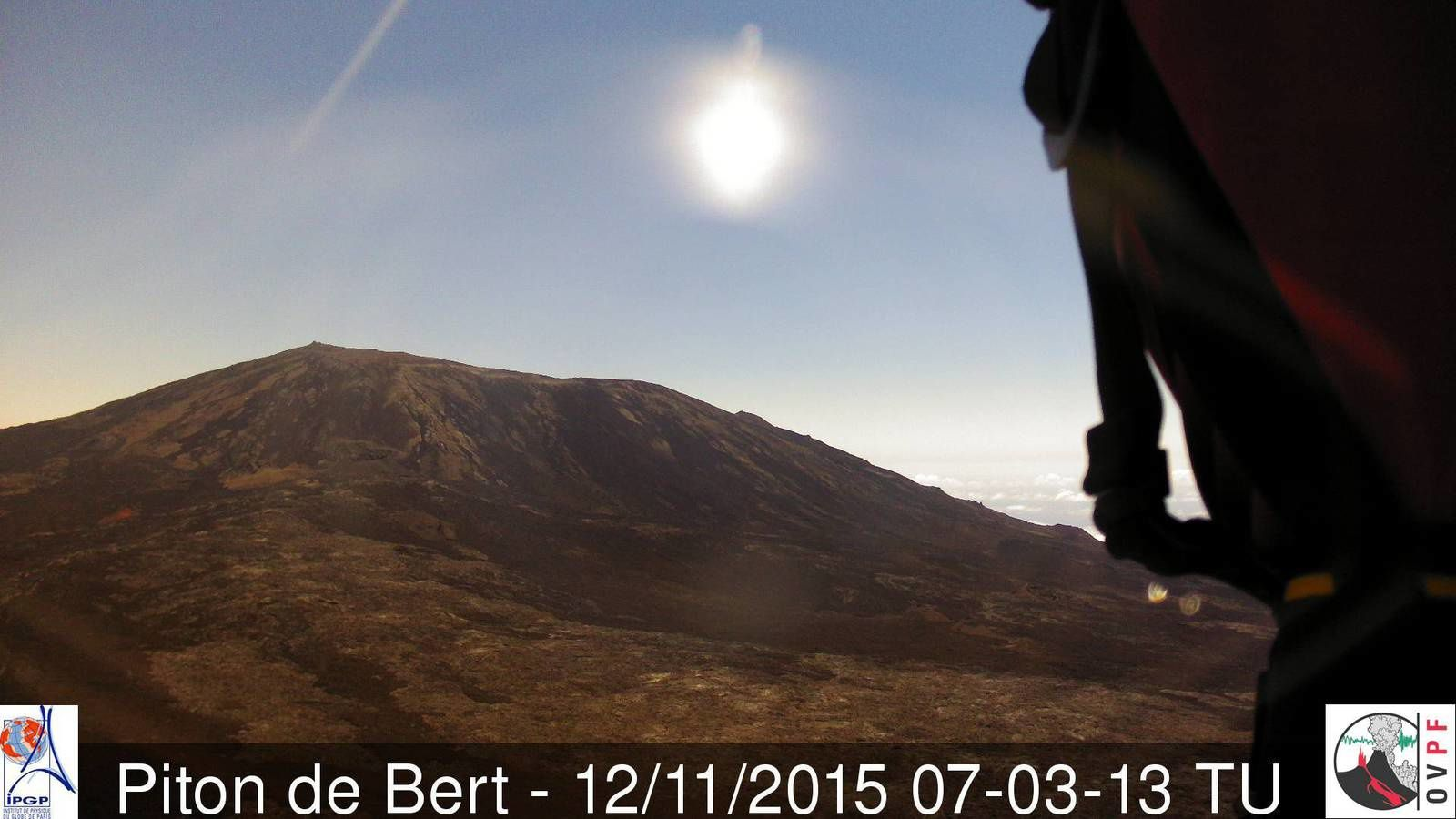 Piton de la Fournaise - the apparent calm 12.011.2015 / 7:03 GMT - webcam Piton Bert / OVPF