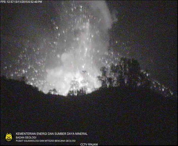 Rinjani, cône Barujari - 13.11.2015 / 18h52 - photo PVMBG