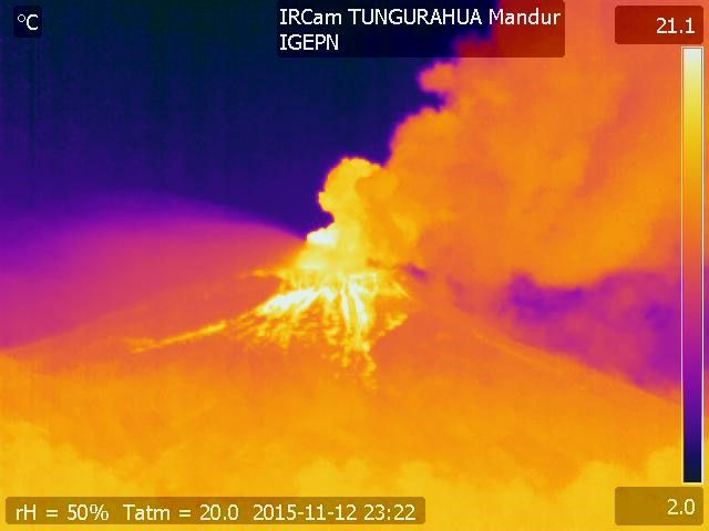 Tungurahua - thermal image 11.12.2015 / 6:22 p.m. - accumulation of incandescent material on the upper slopes - Doc. IGEPN