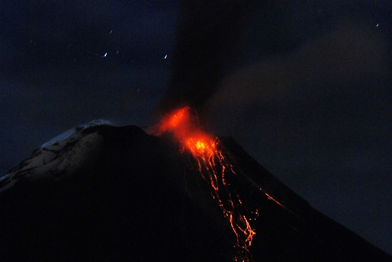 Tungurahua - strombolian activity in the night of 10.17.2015 - photo Santiago Santamaria - OVT / IGEPN