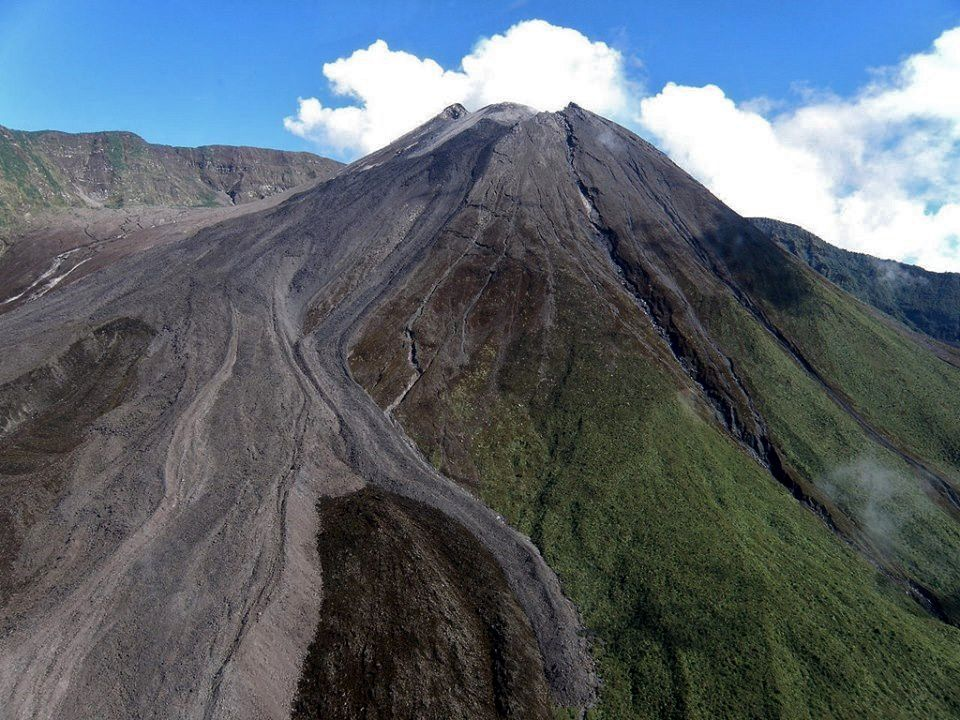A rare view of the top of Reventador - photo undated by Alex Steele via FB Reventador volcano