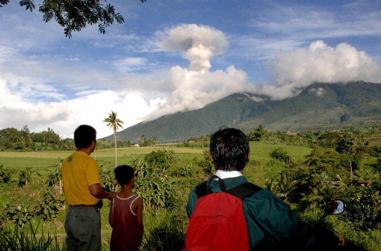 Le volcan Kanlaon observé par des résidents depuis Kanlaon le 23.11.2015 -  AFP File Photo