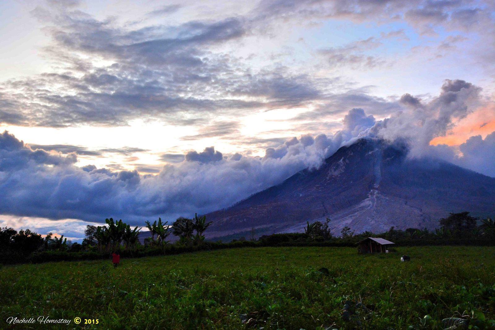 Sinabung - 24.11.2015 - photo Berastagi Nachelle Homestay
