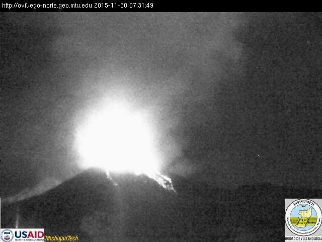 Fuego, the activity continues this morning - 7:31 2015.11.30 / USAID webcam Michigan Tech Insivumeh