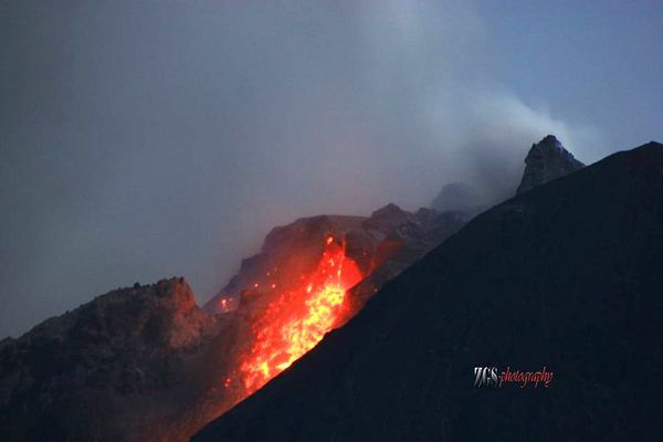 Sinabung - the east side of the lava dome from Gung Pinto village - photo Zulkarnanin Ginting