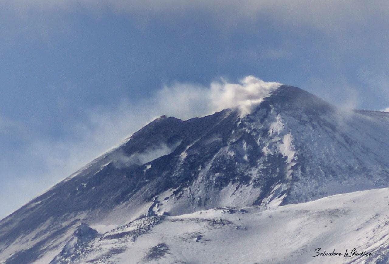 Etna NSEC - degassing marking the new vent on the eastern flank of the cone - photo Salvatore Lo Giudice 11/29/2015