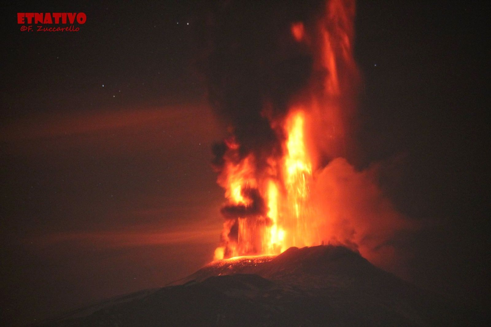 Etna - Voragine  -    paroxysme du 03.12.2015 - photo Fabricio Zucccarello /Etnativo