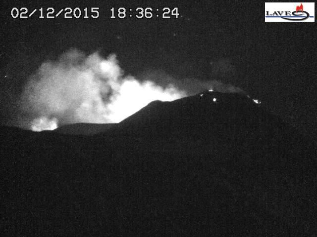 Etna - 02.12.2015 / 6:36 p.m. loc - webcam LAVE