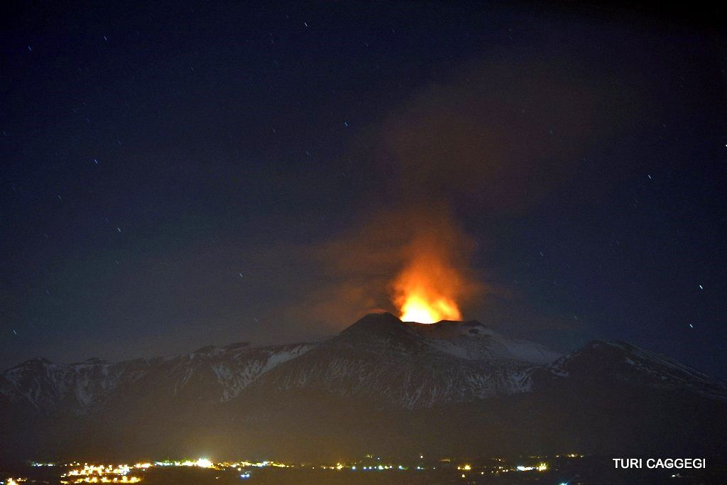 Etna voragine 02/12/2015 - photo Turi Caggegi / iEtna