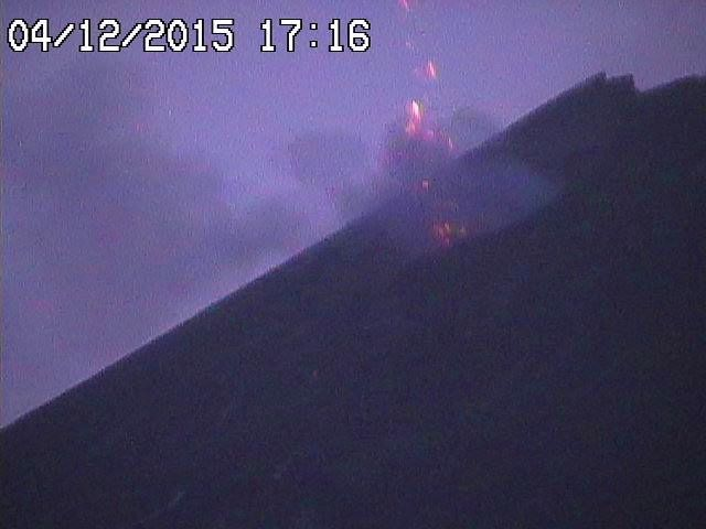 Etna 04.12.2015 / 5:16 p.m. - activity at the new pit crater of NSEC - Radio studio webcam 7
