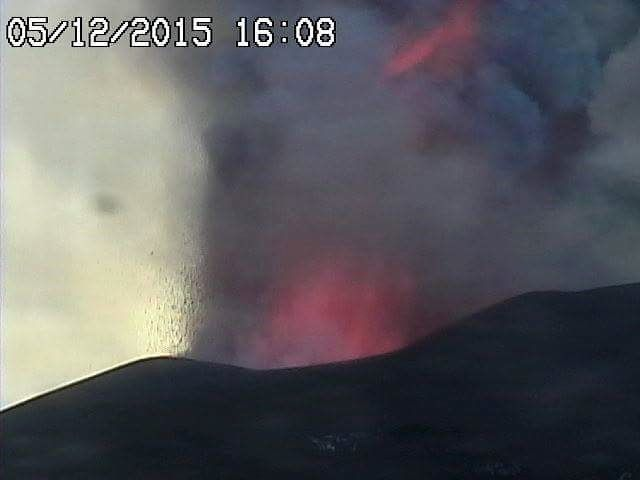 Etna Voragine 05.12.2015 / 4:08 p.m. - webcam Radiostudio 7