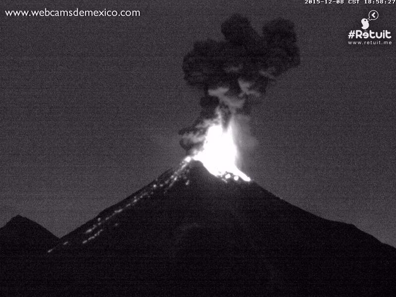 Colima - deux explosions, respectivement à 18h56 et 18h58 - via Webcamsde Mexico / Retuit