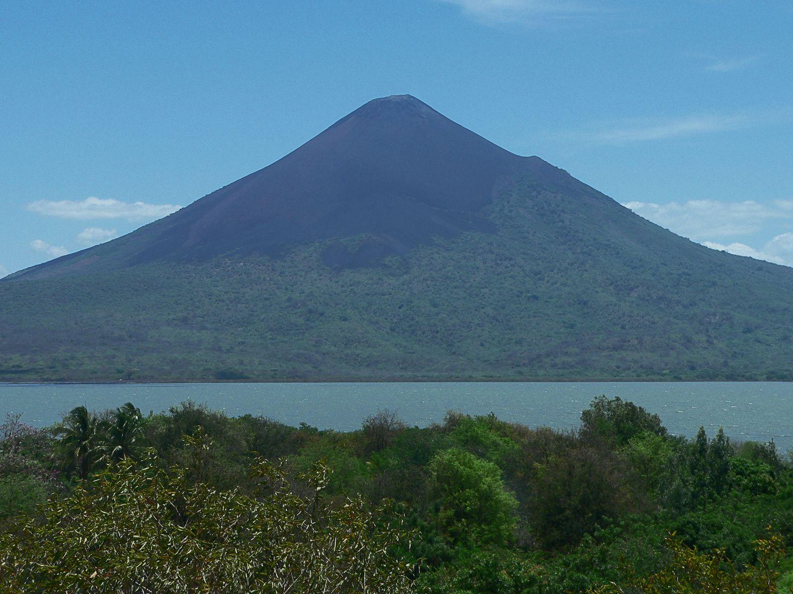 Volcan Momotombo / Nicaragua