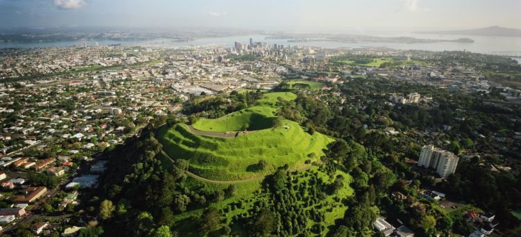 Auckland Volcanic Field - Mt. Eden overlooking the city of Auckland - photo Geonet
