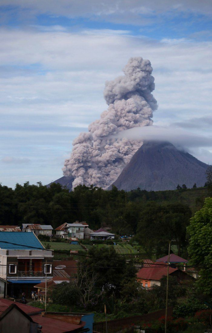 Sinabung - coulée pyroclastique du 14.12.2015 - photo endroelw@