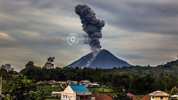 Sinabung - 12.17.2015 / 10:17 - photo endrolew@