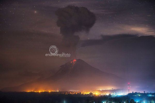 Sinabung, seen from Gundaling Berastagi - 12.19.2015 / 0:23 - photo endrolew@
