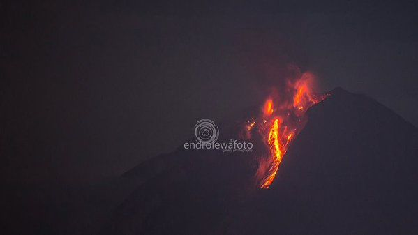 Sinabung, seen from Gundaling Berastagi - 12.19.2015 / 0:18 - photo endrolew@