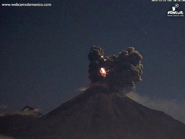Colima - 12.23.2015 / 8:14 p.m. - photo WebcamsdeMexico