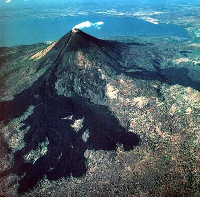 Momotombo - lava flows from the 1905's eruptions - Doc. GVP