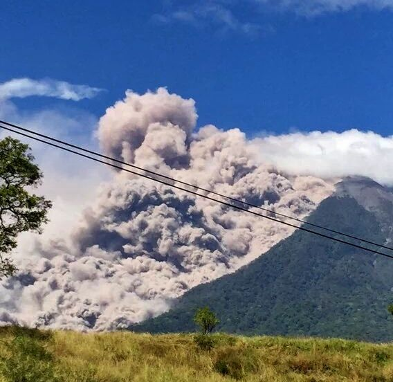 Fuego - Pyroclastic flow and co-pyroclastic cloud - photo 12.30.2015 via Guatemala Sismos