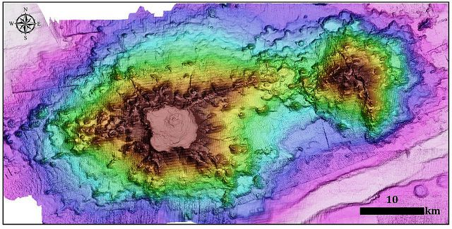 Bathymetry of Guyot O'Higgins, left and Monte O'Higgins, right - Doc.Sernageomin