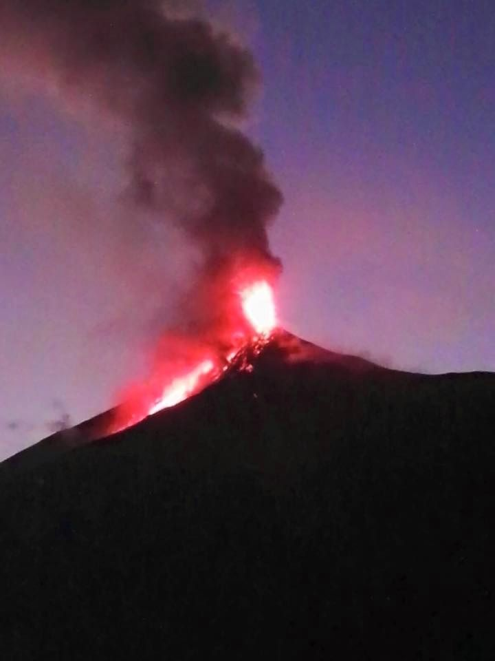 Fuego - lava fountain and flow - 03.01.2016 - photo Giovany Godoy, CONRED-Alotenango