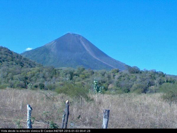 Fuego - 03.01.2016 / 08:41 a.m.loc.- traces of a probable pyroclastic flow - webcam seismic station El Cardon / INETER