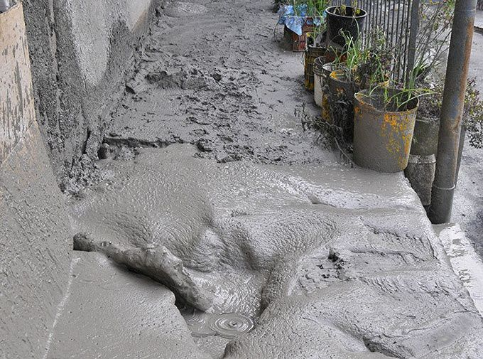 Mudslide in Paterno, Via Sale, 9 January 2016 - 2 - photo pietronicosia.it  / via Etnalife