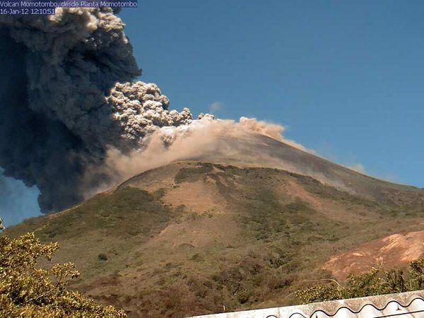 Momotombo - 01.12.2016 / 12:10 - photo Red Sismologica Nicaragua