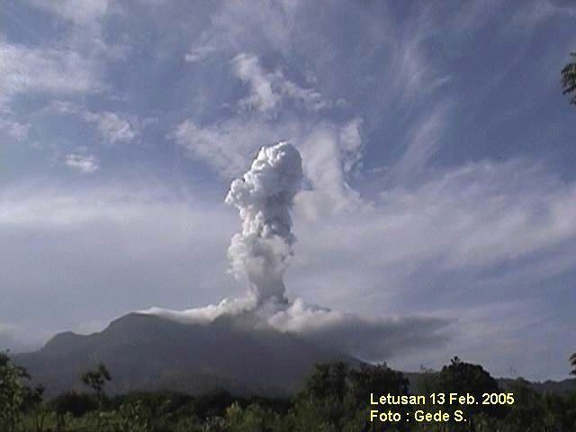 Egon eruption 2005 - Photo VSI / S.Gede