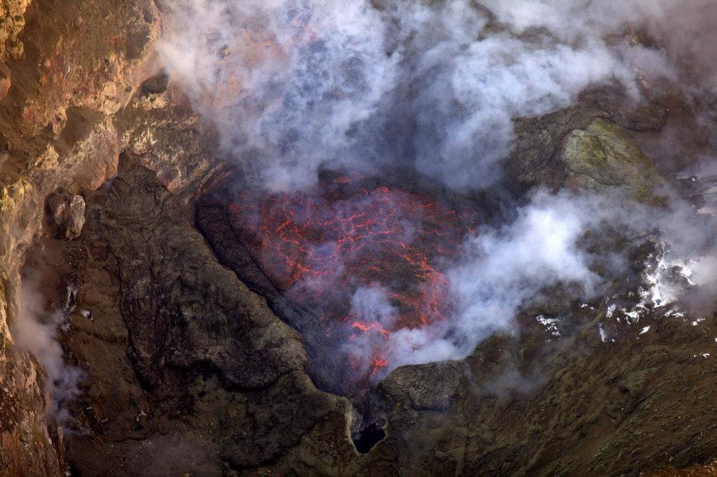 Erebus - le lac de lave (principal) en 2012 - photo Clive Oppenheimer / Mount Erebus Volcano Observatory