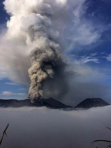 Bromo - ash plume January 18 at 6:59 - photo PVMBG