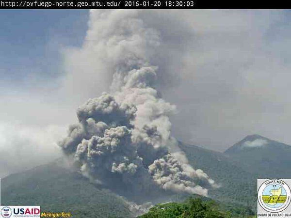 Fuego - pyroclastic flow of 01.20.2016 / 6:30 p.m. - webcam Insivumeh