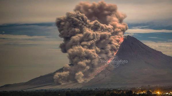 Sinabung - pyroclastic Casting of 01/19/2016, at 22:20 to Gundaling - photo Endrolewa