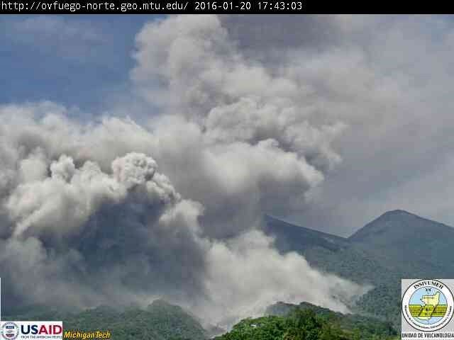 Fuego - pyroclastic flow of 01.20.2016 / 5:43 p.m. - webcam Insivumeh