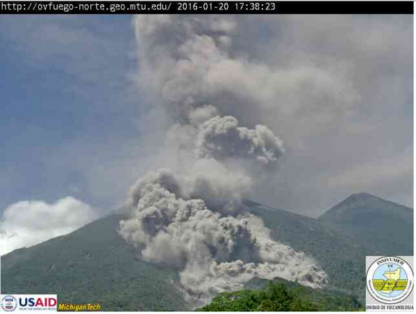 Fuego - pyroclastic flow of 01.20.2016 / 17:38 - webcam Insivumeh