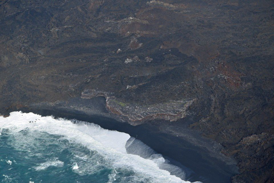 Nishinoshima - erosion continues to do its work and is no longer compensated by the eruptions - photo JCG 01/19/2016