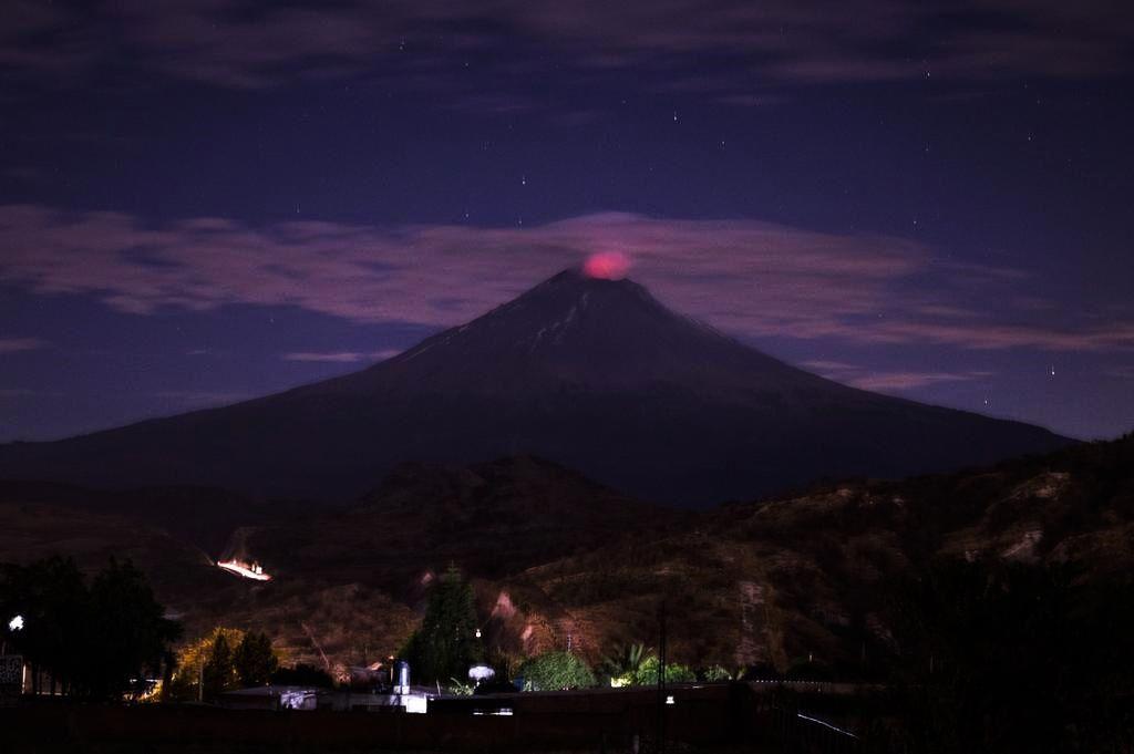 Incandescence nocturne au Popocatépetl - photo depuis Atlixco, Puebla. le 27.01.2016 / 9chytorres