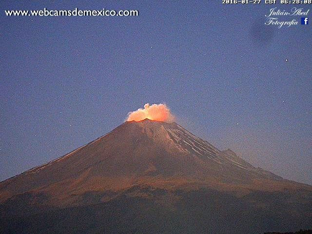 Popocatépetl - 01.27.2016 / 6:06 & 6:28 a.m. local time - photo webcamsdemexico