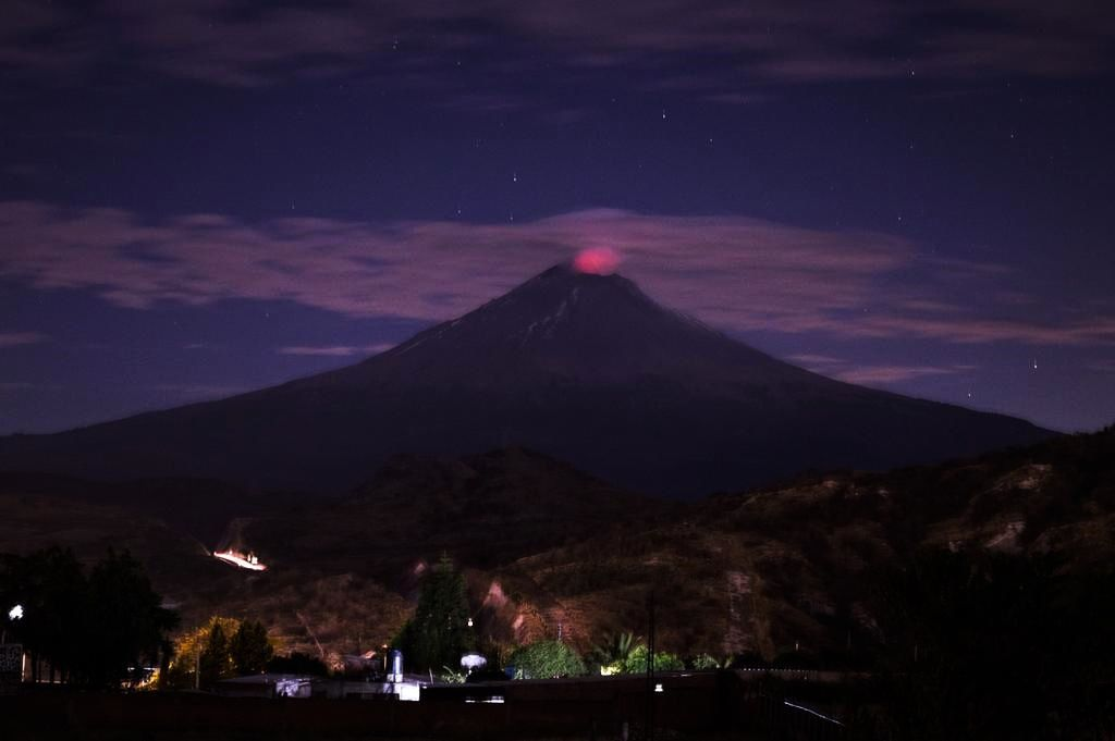 Night glow at Popocatépetl - photo from Atlixco, Puebla. the 01.27.2016 / 9chytorres