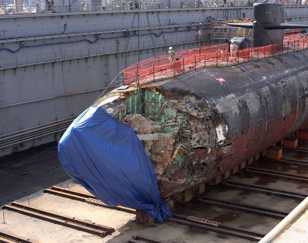 The USS San Francisco in dry dock in Guam in January 2005 - The blue tarp hiding classified equipment - photo US Navy photo by Photographer's Mate 2nd Class Mark Allen Leonesio (diffused by the United States Navy under the ID 050127-N 4658L-030).