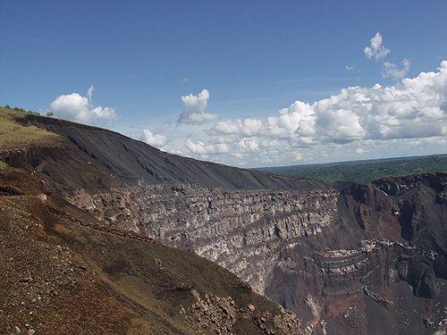 Cratère du volcan Masaya - vu de la plate-forme d'observation.