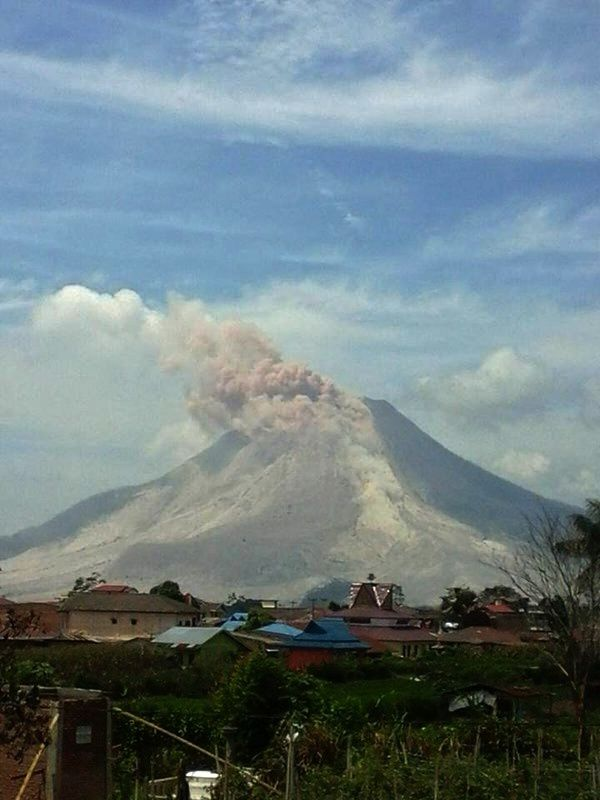 Sinabung - small pyroclastic flow - photo 02.02.2016 / 12:28 local / doc. PVMBG / Twitter